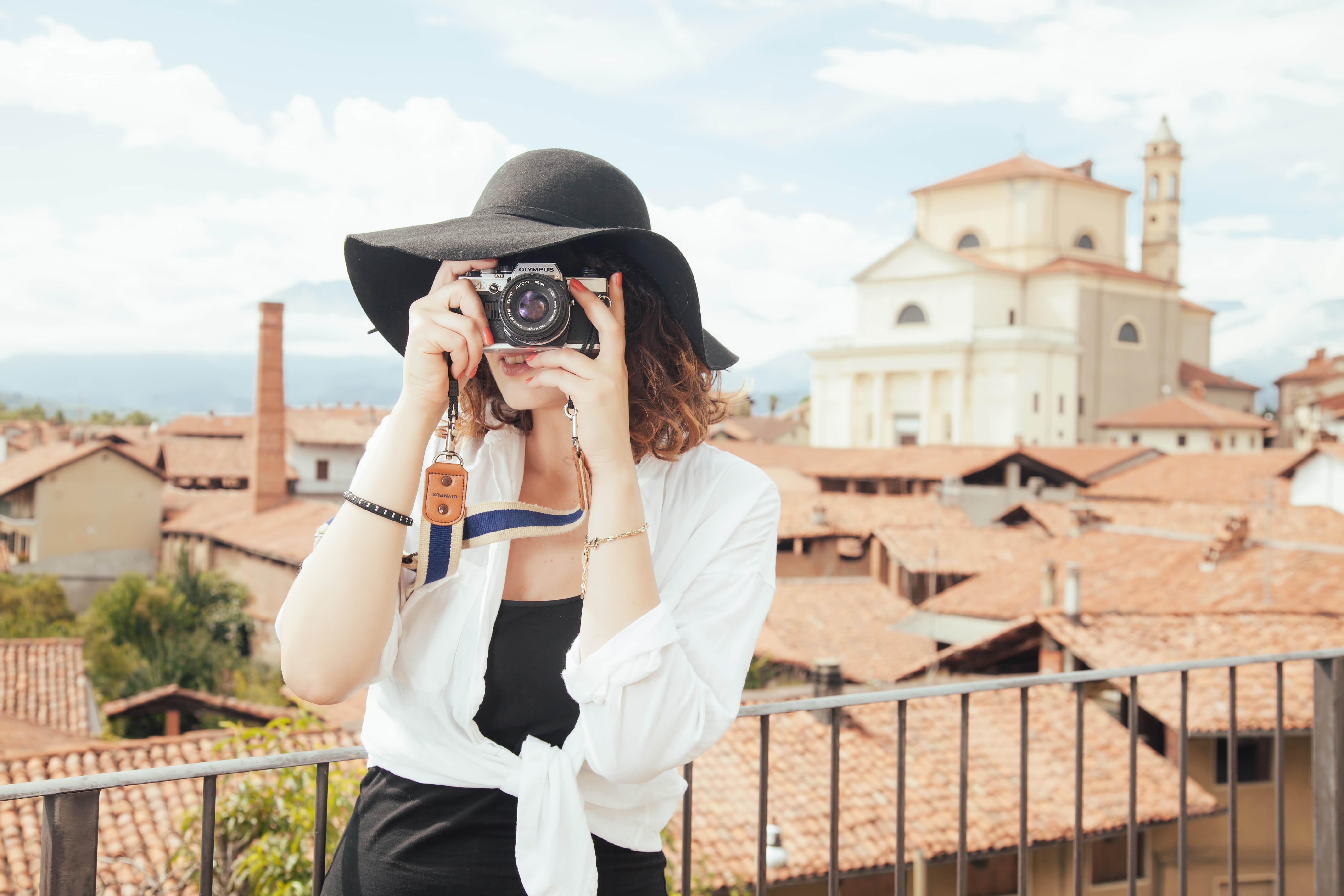 摄影师 旅游 拍照 相机 摄影 旅行 女孩 5K壁纸_彼岸图网